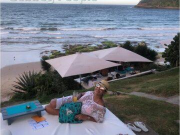 Ana Paula Evangelista na praia - temporadaverao.com