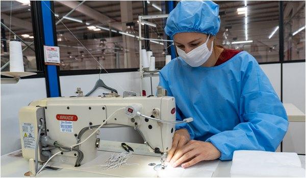 Indústrias do vestuário fazem mutirão e doam máscaras e aventais hospitalares
