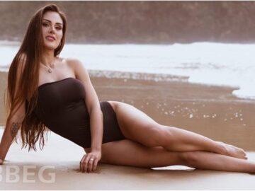 Modelo Camila Kuhn - Foto de Biquíni na Praia