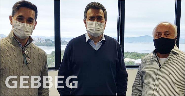 Spyros Diamantaras e Carlos Henrique Fonseca, do Sebrae-SC e Osmar José Vailatti
