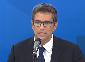 Roberto Campos, presidente do Banco Central, anuncia medidas econômicas para Micro Pequenas e Médias empresas